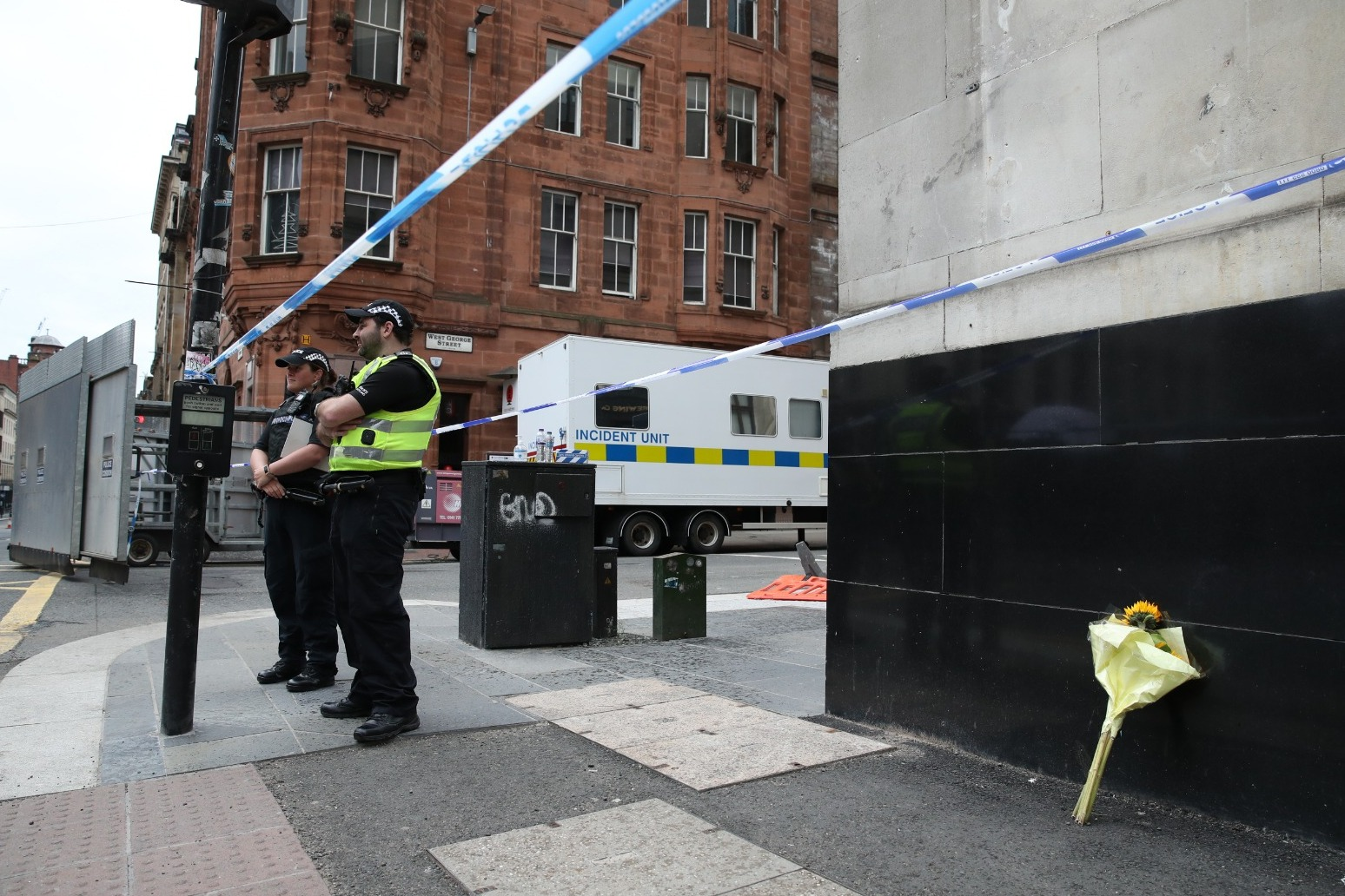 Glasgow - Injured policeman \'stable\' after knife attack